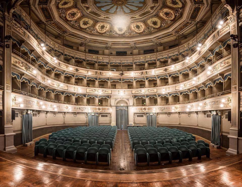 new styles b1883 33a7d Il Teatro La Nuova Fenice
